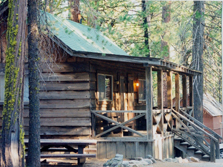 Evergreen lodge just outside of Yosemite Park, offers cabins for large and small groups